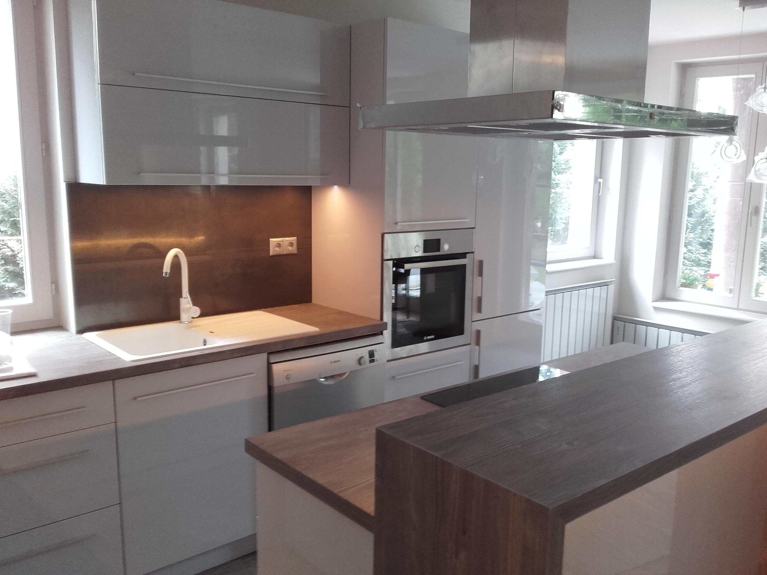 Magasfényű modern konyha egyedi szürke színben - Unit-B Kft ...