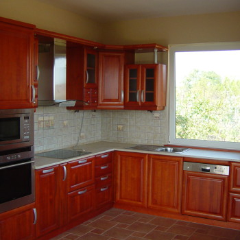 Tömör cseresznyefa konyha egyedi frontokkal