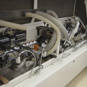 Lapszabászat élzárógép